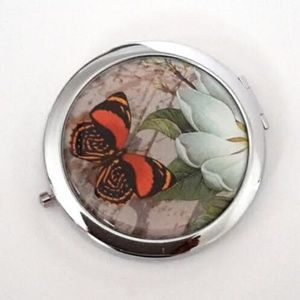 Magnified Graphic Compact Mirror ~ Butterfly Daisy